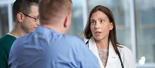 A GROUP OF ONCOLOGY NURSES DISCUSS THE CARE OF A PATIENT
