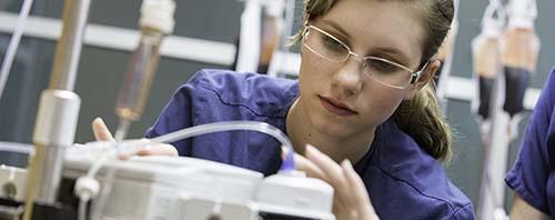 A PEDIATRIC NURSE SETS A CHILDS IV DRIP RATE